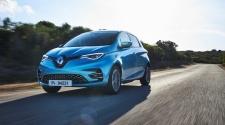 Renault ZOE driving in Celadon Blue colour